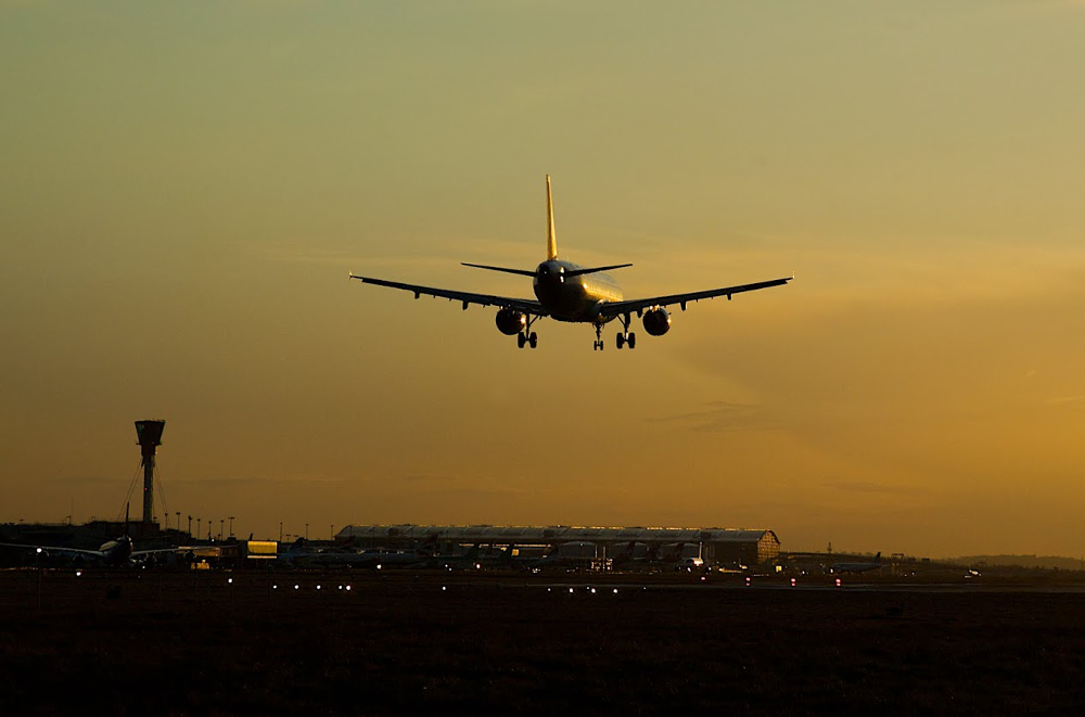 The fight for the UK's next runway between Heathrow and Gatwick heats up | FairPlane UK image